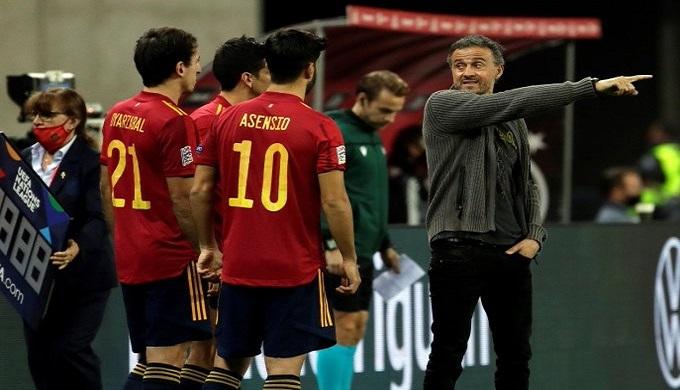 انريكي: سيكون ممتعا التأهل لنهائي دوري الأمم الأوروبية