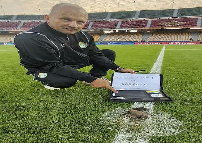 """فتح تحقيق حول صورة """"الشعوذة"""" في مباراة الكاميرون وزيمبابوي"""