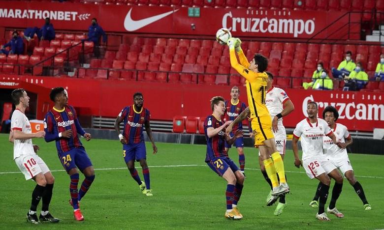 بونو يتلقى هدفين أمام برشلونة