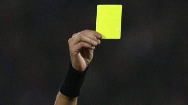 اللاعبون مهددون بالتوقيف لـ3 مباريات بسبب الإنذارات