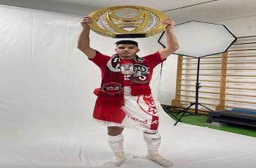 لاعب ودادي سابق يتوج بلقب الدوري الإماراتي