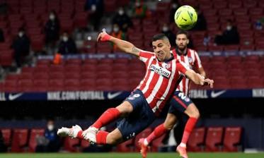 أتلتيكو مدريد يحافظ بصعوبة على صدارته