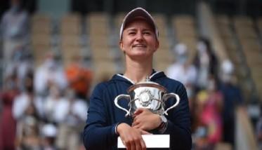 كريتشيكوفا تفوز بلقب فردي السيدات في رولان غاروس