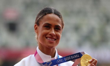 الأمريكية ماكلوفلين تحرز ذهبية 400 متر حواجز برقم عالمي