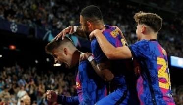 بيكيه يقود برشلونة للفوز على دينامو كييف