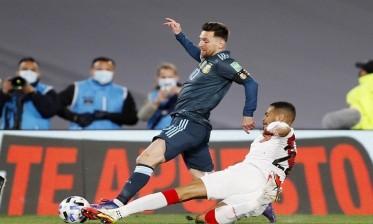 البيرو تهدر ضربة جزاء وتخسر أمام الأرجنتين