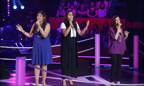 المغربية نجاة رجوي تتوسط المصريتان على مسرح 'ذو فويس'