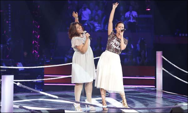 المغنية المغربية نجاة رجوي في إحدى مواجهات برنامج المسابقات الغنائية 'ذو فويس'