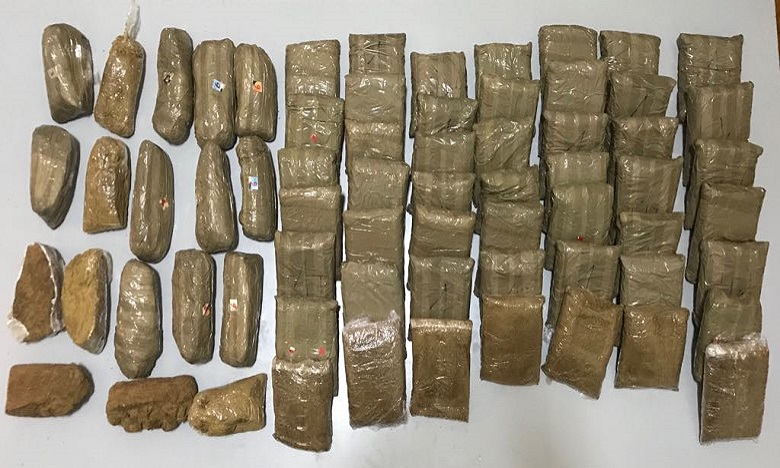 صورة لكمية المخدرات المحجوزة بمحل الخياطة (خاص)