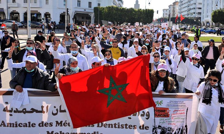 مهنيو صحة الفم والأسنان يحتجون أمام وزارة الصحة