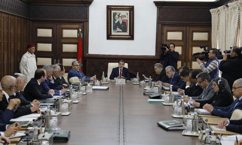 رئيس الحكومة يحث الوزراء والإدارة على الاهتمام بانتظارات المقاولين والمستثمرين