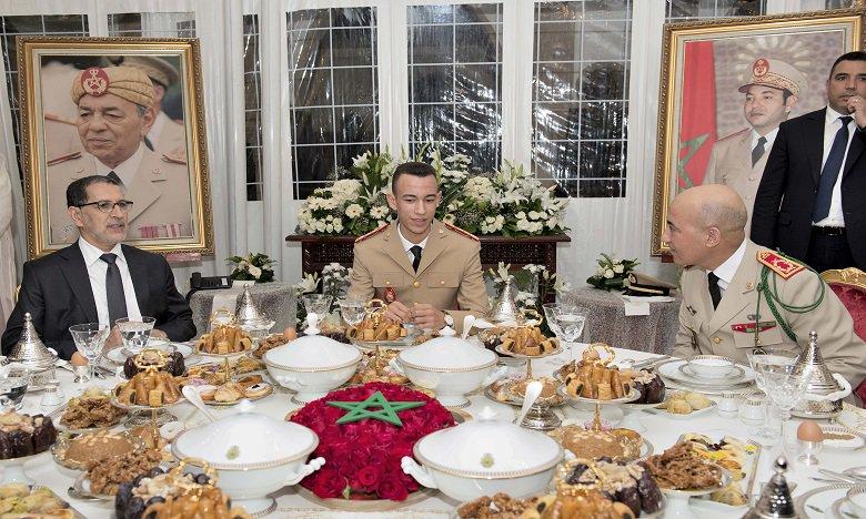 ذكرى تأسيس القوات المسلحة الملكية.. صاحب السمو الملكي ولي العهد الأمير مولاي الحسن يترأس مأدبة فطور-عشاء أقامها جلالة الملك بالمناسبة