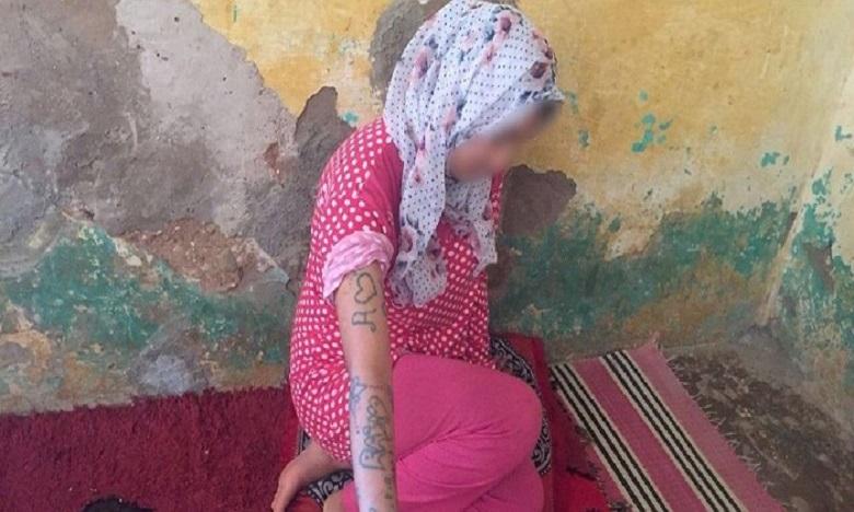 """بني ملال: تأجيل أول جلسة علنية لمحاكمة 15 متهما بينهم قاصر في قضية """"فتاة الوشم"""""""