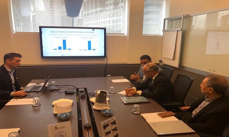 مصطفى فارس يعرب عن اهتمام المغرب بتجربة مركز سنغافورة للتحكيم الدولي