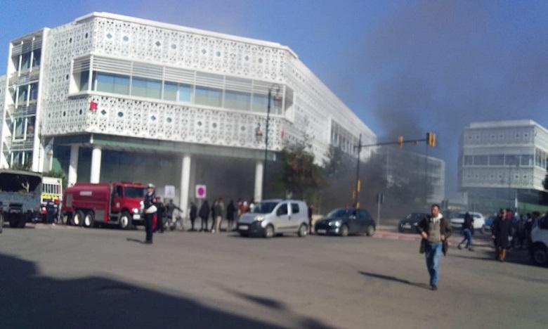 حريق جزئي في المركز التجاري
