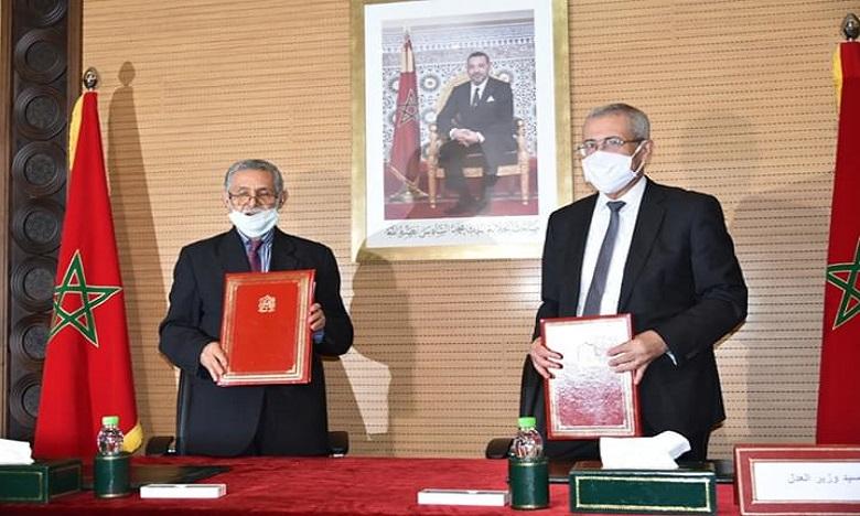 توقيع اتفاقية تعاون وشراكة لإدماج اللغة الأمازيغية في منظومة العدالة