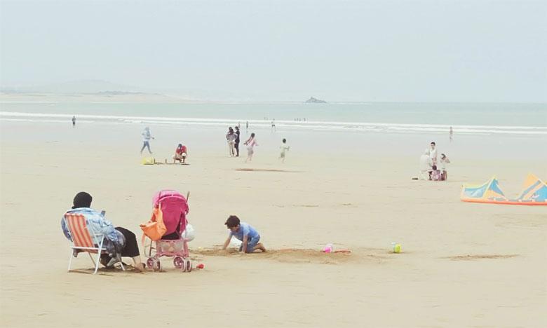 حركة دؤوبة مشوبة بالحذر الشديد بشاطئ الصويرة