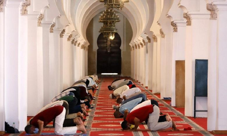 بعد أزيد من 6 أشهر من الإغلاق..إعادة فتح 61 مسجدا إضافيا في وجه المصلين بعمالة مراكش