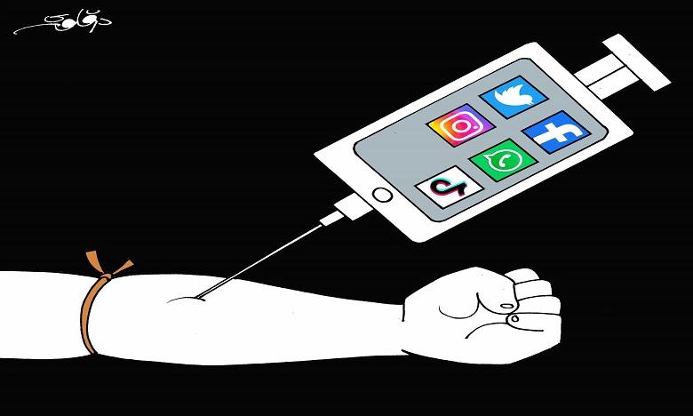 إدمان مواقع التواصل الاجتماعي