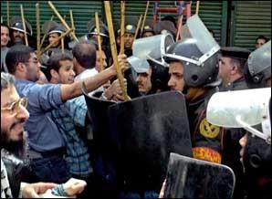 Les manifestations en pays arabes prennent une tournure plus violente