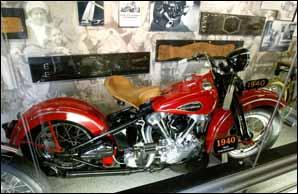 Parades, concerts et barbecues pour fêter un symbole de l'Amérique : Harley Davidson, une centenaire en pleine forme