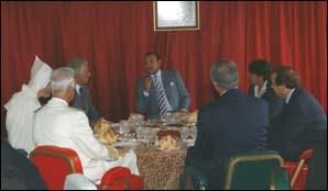 A Al Hoceïma : S.M. le Roi offre un déjeuner en l'honneur de personnalités et compétences de la ville