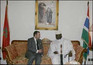 S.M. le Roi et le chef d'Etat gambien président la signature de plusieurs accords de coopération