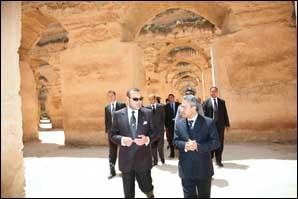 Le Souverain visite le monument historique, les «greniers Moulay Ismaïl»