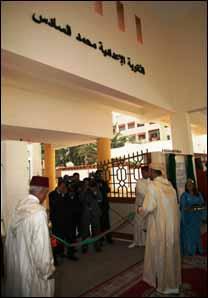 S.M. le Roi inaugure le collège Mohammed VI à Imzouren