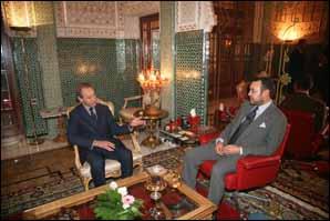 S.M. le Roi reçoit à Agadir le maire de Paris