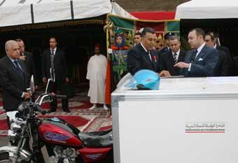 S.M. le Roi s'enquiert à Casablanca des projets de mise à niveau des ports