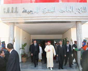 S.M. le Roi inaugure le Centre universitaire régional d'interface