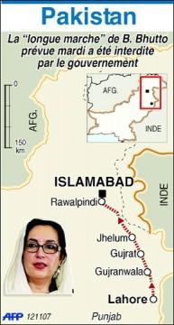 Mme Bhutto assignée à résidence réclame la démission de Musharraf