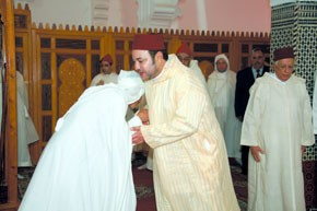 Amir Al Mouminine accomplit la prière du vendredi à la Grande mosquée de Guelmim