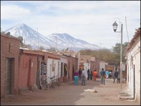La quasi totalité des habitations de ce bidonville comme un ghetto. (Photos : clandestino.bleublog.ch/www.routard.com)