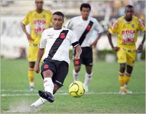 L'ancien attaquant de la sélection nationale brésilienne Romario a été suspendu de matches pour une durée de 120 jours. (Photos : coldpizza101.blogspot.com/ www.lacoctelera.com)