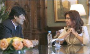Cristina Kirchner et le Président argentin rencontrent le Président bolivien Evo Morales, à la Casa Rosada gouvernementales maison à Buenos Aires. (Photos : AFP)