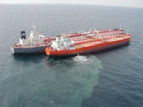 La difficile traque des navires pollueurs en Méditerranée