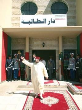 S.M. le Roi Mohammed VI inaugure Dar Attaliba et examine le programme de l'INDH à Béni Mellal