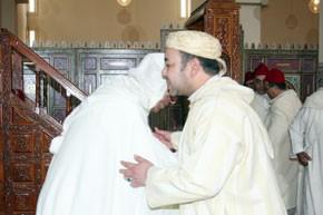 S.M. le Roi accomplit la prière du vendredi à la mosquée Sidi Mohamed Belarbi Alaoui à Midelt