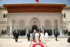 Amir Al Mouminine accomplit la prière du vendredi à la mosquée Khnata Bent Bekkar à Meknès