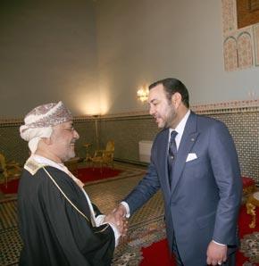 S.M. le Roi reçoit un émissaire du Sultan Qabous d'Oman