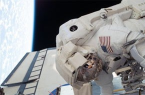 Fin de la 2e sortie orbitale de deux astronautes