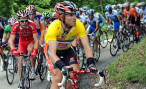 L'Espagnol Alejandro Valverde maillot jaune sur les manèges, lors de la septième et dernière étape de la 60e édition du Critérium du Dauphiné Libéré. (Photo : AFP)