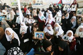 Les posters des martyrs de Gaza contemplent une trêve fragile