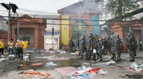 65 personnes blessées devant le Parlement