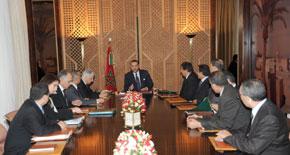 S.M. le Roi préside une séance de travail sur la stratégie de gestion de la demande croissante en eau et de la succession des perturbations climatiques
