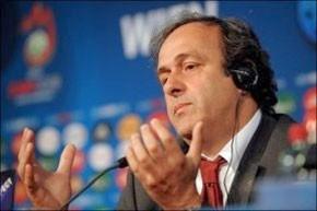 L'Uefa entr'ouvre la porte à l'arbitrage à cinq