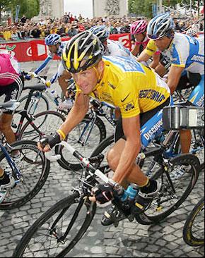 Lance Armstrong lors son septième Tour de France titre en 2005. (Photo: sportsillustrated.cnn.com)