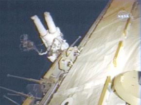 Fin de la 1ère sortie orbitale prévue